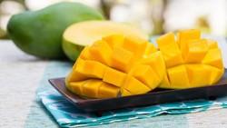 Mungkin kita menganggap hanya jeruk atau lemon yang banyak mengandung vitamin C. Ternyata, ada juga buah dan sayuran lainnya yang kaya akan vitamin C lho.