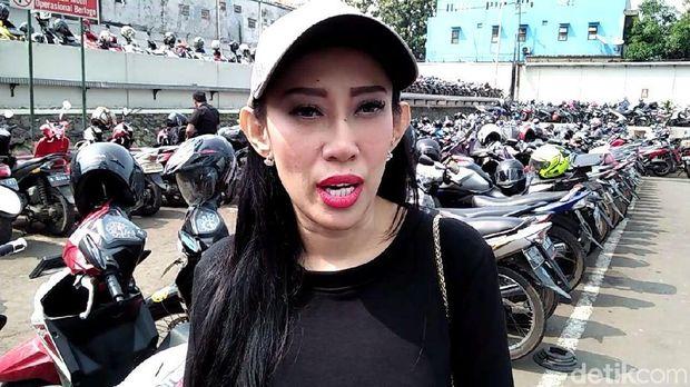 Jadi 'Tim Luna Maya', Dewi Sanca Bantah Pansos