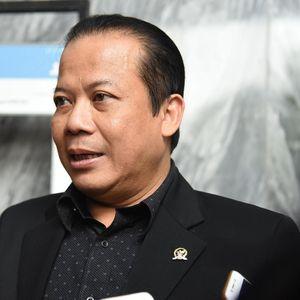 DPR ke Gubernur BI Baru: Dolar Masih di Atas Rp 14.000