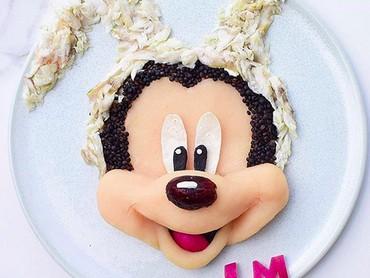 Tadi udah ada Pluto, sekarang giliran Mickey yang beraksi. (Foto: Instagram/ @jacobs_food_diaries)