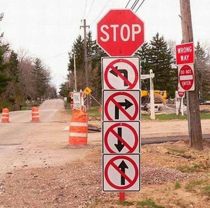 Setop. Tapi, petunjuk jalan di bawahnya tak boleh jalan ke semua arah. Lah terus gimana? Ranker.com/Imgur.