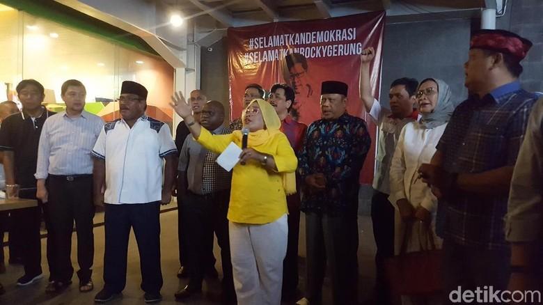 Lulung hingga Ratna Sarumpaet Kumpul Dukung Rocky Gerung
