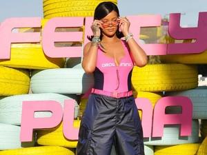 Kembali Masuk Studio, Rihanna Garap Album Baru