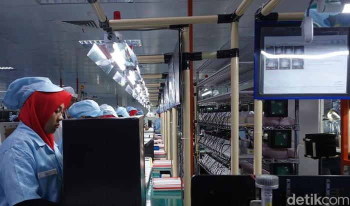 Suasana pabrik ponsel Asus. (Foto: Rachmatunnisa/detikINET)