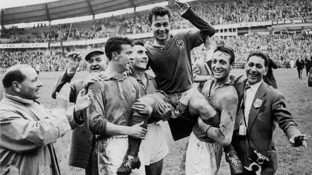 Just Fontaine mencatatkan rekor 13 gol di Piala Dunia yang belum bisa dipecahkan sampai saat ini.