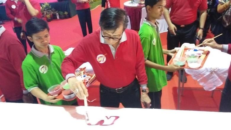 Menkum Hadiri Aksi Cuci Kaki Ortu di Lapas Anak Tangerang