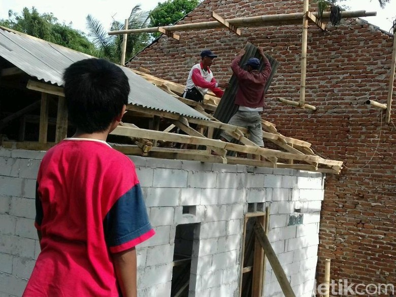 Rumah Baru untuk Fadil Bocah Penjual Kerupuk di Garut Dibangun