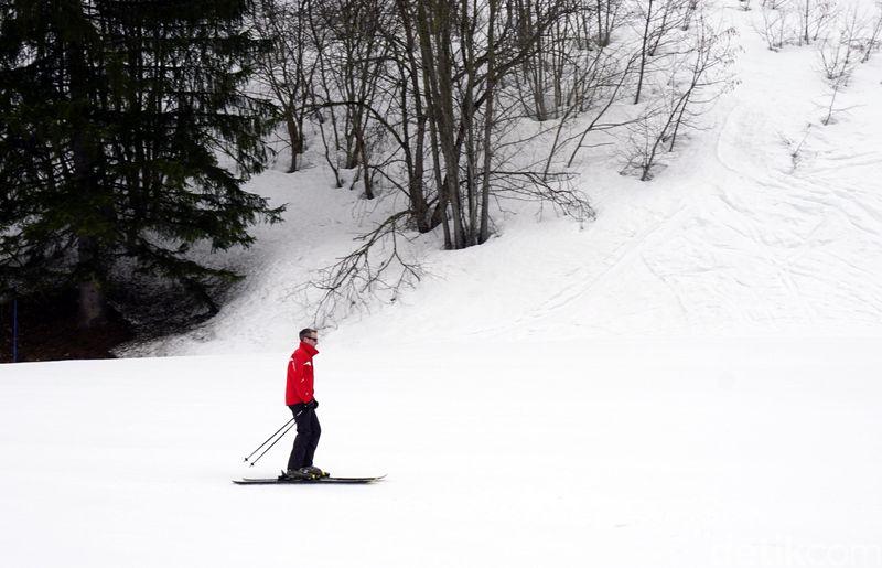 Main ski bisa jadi kegiatan paling mengasyikkan kalau liburan ke Eropa saat winter. Salah satu tempat yang bisa dituju adalah Club Med Valmorel, resort ski mewah di Pegunungan Alpen, Prancis. (Wahyu/detikTravel)