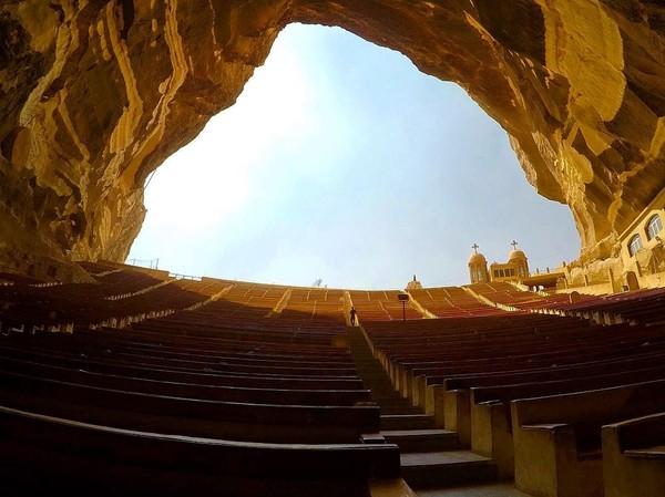 Yang banyak wisatawan belum tahu adalah, gereja dalam gua ini merupakan gereja paling besar di kawasan Timur Tengah yang kebanyakan adalah negara-negara Islam. Dengan segala keunikan itu, Cave Church pun menjadi daya tarik wisatawan. (shuubee_/Instagram)