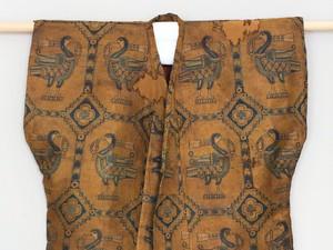 Cerita di Balik Kaus Berusia 1.000 Tahun yang Dijual Rp 9 Miliaran