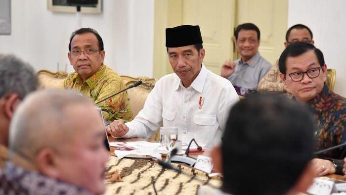 Presiden Jokowi memimpin rapat terbatas persiapan Asian Games 2018 hari ini. (istimewa)