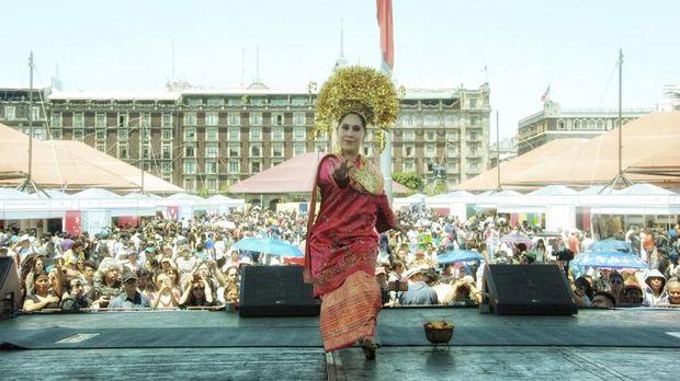 Tari Cerana dibawakan oleh Nayely Bernal di Panggung Utama Feria Internacional de las Culturas Amigas (FICA) 2018, Meksiko.