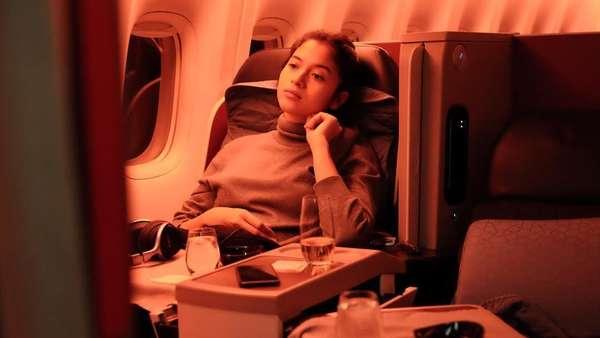 Potret Chicco Jerikho dan Putri Marino di Pesawat Menuju London