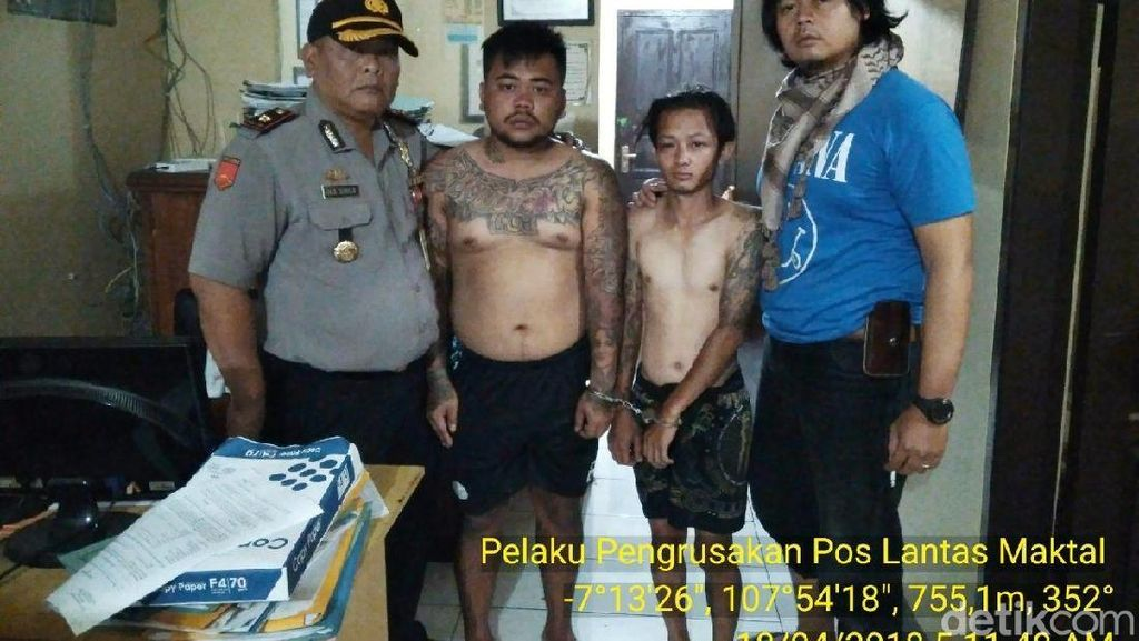 Pemuda Mabuk Rusak Pos Polisi di Garut