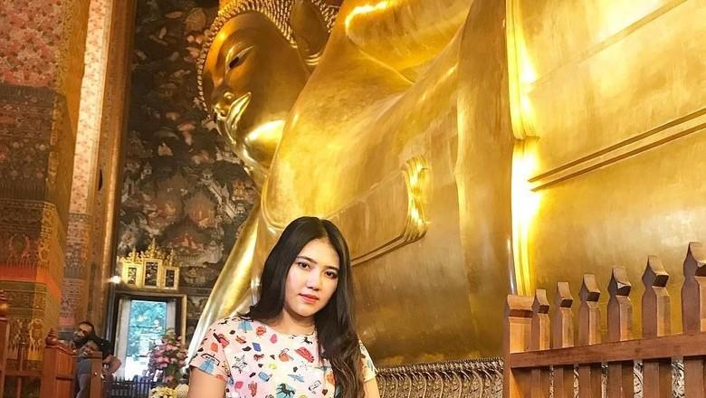 Via Vallen di Wat Pho, Bangkok (viavallen/Instagram)