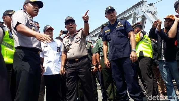Opsi Evakuasi 3 Truk Tercebur Bengawan Solo, Bangkai Dipreteli