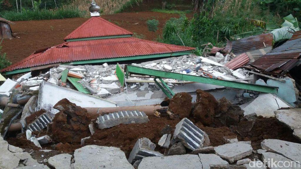 Penampakan Kerusakan Akibat Gempa di Banjarnegara