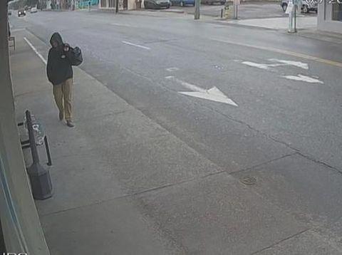 Rekaman CCTV pencuri dompet