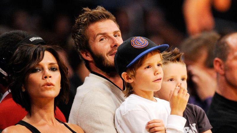 Foto: David Beckham dan istrinya, Victoria memang potret keluarga idaman. Mereka punya 4 anak yang keren-keren. Keluarga idaman ini diketahui sedang berlibur di Bali. (David Beckham/Instagram)