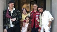 Seru-seruan ala Keluarga Beckham, Potong Rambut hingga Bikin Tie-Dye