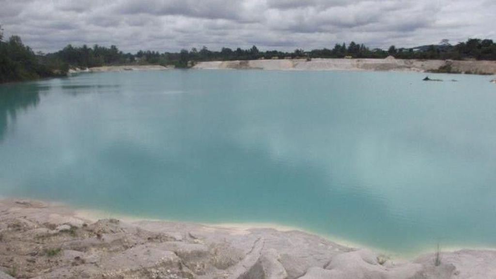 Danau Kaolin, si Biru dari Belitung