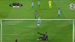 Eksekusi Penalti ala Panenka, Gagal, Langsung Diganti Pelatih