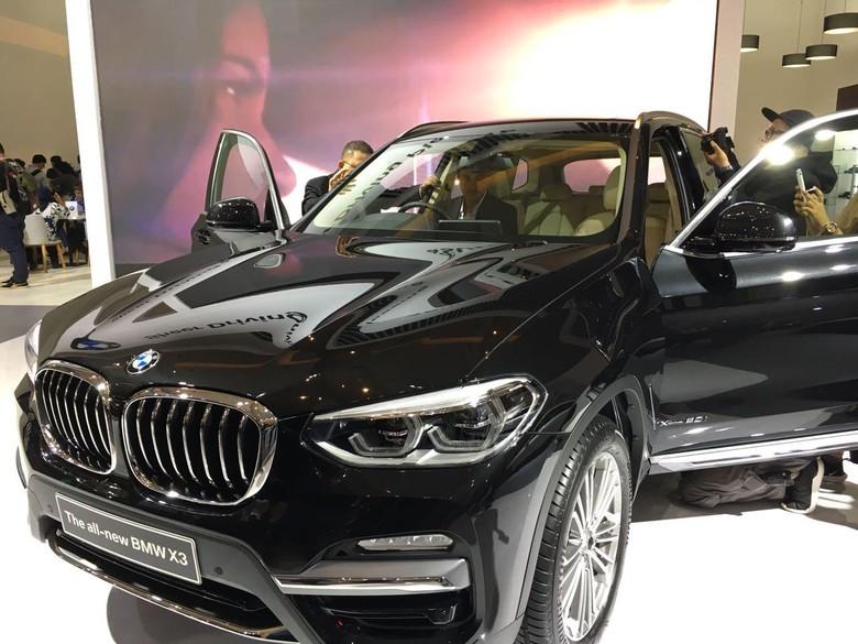 BMW X3 mejeng di IIMS 2018. Foto: Dina Rayanti