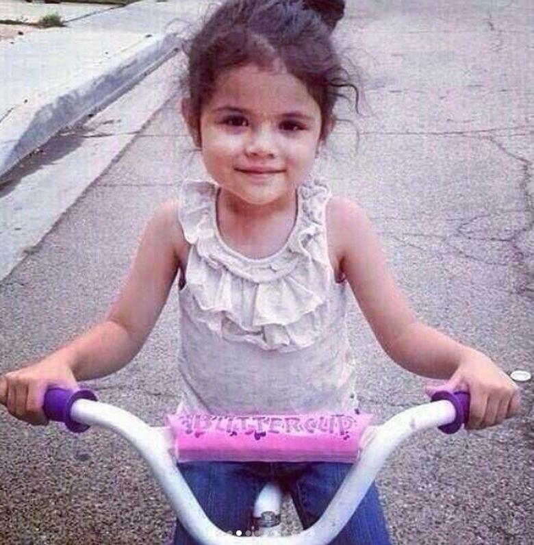 WajahSelena Gomez terlihat sudah cantik dari kecil. Foto: Dok.Instagram