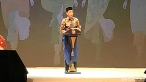 Bersarung, Jokowi Buka Muslim Fashion Festival di JCC