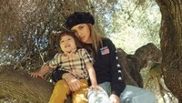 Ada pula kabar dari Jessica Iskandar yang saat ini tengah menetap sementara di Amerika bersama sang putra, El Barack. (Dok. Instagram/inijedar)