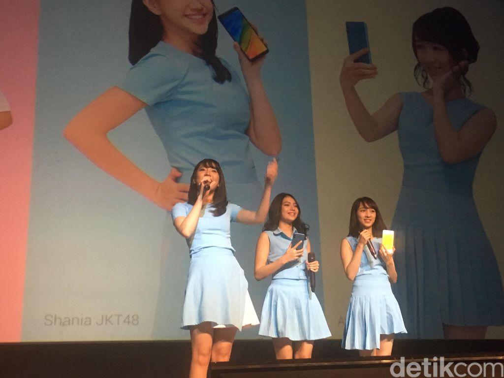 Tak semua member JKT48 hadir di peluncuran Redmi NOte 5. Hanya ada Grace, Shania dan Ayana yang datang. Foto: Agus Tri Haryanto/detikINET