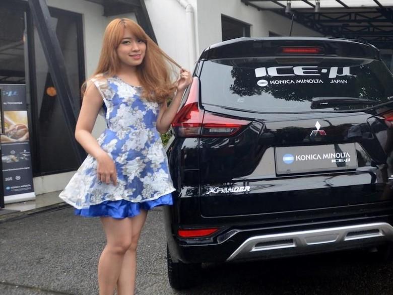Mitsubishi Xpander kini tengah menjadi mobil terlaris di Indonesia. Agar kabin tetap adem, mobil ini menggunakan kaca film ICE-µ dari Konica Minolta.