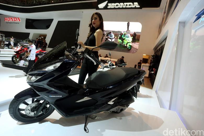 Honda PCX Hybrid saat pertama kali diluncurkan pada pameran IIMS 2018. Foto: Rengga Sancaya