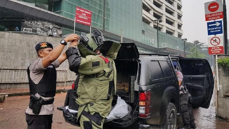 Foto: Koper Mencurigakan di RS Siloam yang Berisi Kosmetik