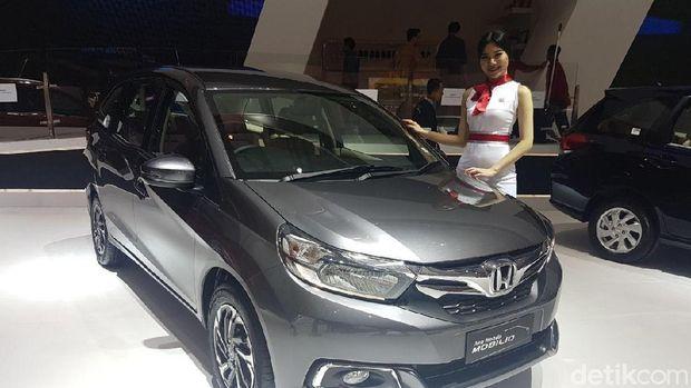 Honda juga meluncurkan Honda Mobilio edisi spesial. Varian baru dari Honda Mobilio ini hadir dengan beberapa penyegaran di eksterior yang elegan dan fitur baru di kabin.
