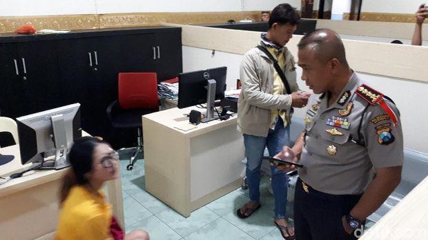 Kapolrestabes Surabaya bertemu Wang di Polsek Tegalsari/
