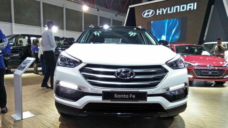 Hyundai meluncurkan Santa Fe di IIMS 2018 (Foto: Ruly Kurniawan)