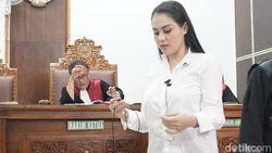 Jalani Sidang Narkoba, Jennifer Dunn Kini Minta Dibawakan Durian