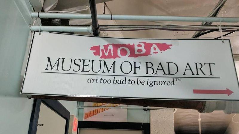 Foto: Ada 3 lokasi Museum of Bad Art di Massachussets, yaitu di Kota Somerville, Brookline dan Deadham di AS (cilnafunvake/Instagram)