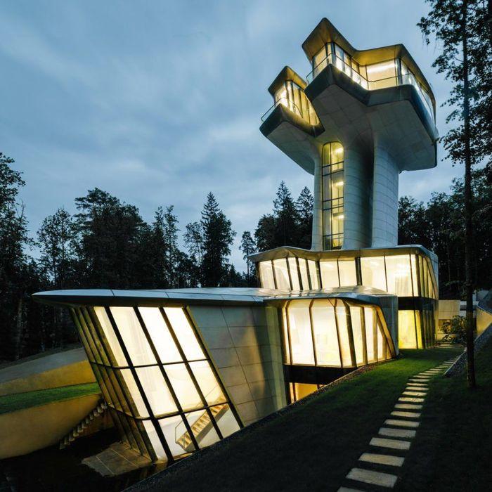 Rumah tersebut berlokasi di Hutan Barvikha, Rusia atau beberapa mil dari sebelah Barat kota Moscow. Istimewa/Inhabitat.