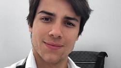 Dokter Gabriel Prado adalah seorang spesialis saraf muda yang punya hobi olahraga. Ia terkenal di kalangan pasien karena memiliki tubuh kekar dan wajah tampan.