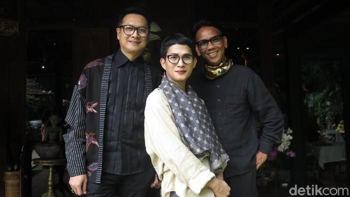 desainer Oscar Lawalata, Denny Wirawan dan Edward Hutabarat