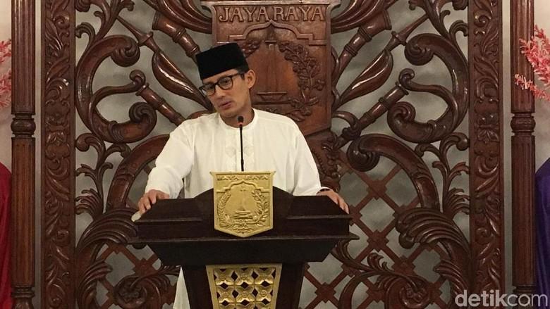 Sandiaga Salat Tarawih Pertama di Masjid At-Taqwa Kebayoran Baru