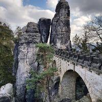 Salah satu pemandangan dari Tebing Bastei (m.lena.ma/ Instagram)