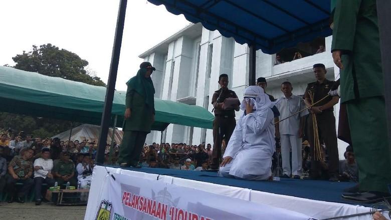 Gempita Warga Lihat PSK Online Dicambuk di Aceh: Beri Efek Jera