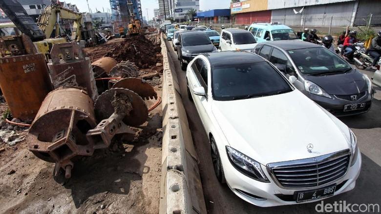 Imbas Pembangunan Jalan Tol, Kelapa Gading Mengular