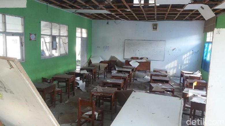 Sekolah Rusak, BNPB: Siapkan Tenda untuk Ujian Nasional