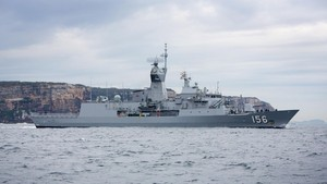AL China Menantang Tiga Kapal Perang Australia