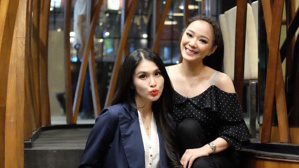 Gaun Sudah Siap, Sandra Dewi Nantikan Pernikahan Yuanita Christiani