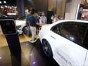 Di Parkiran Mal Ini Pemilik Mercy Bisa Ngecas Mobil Listrik